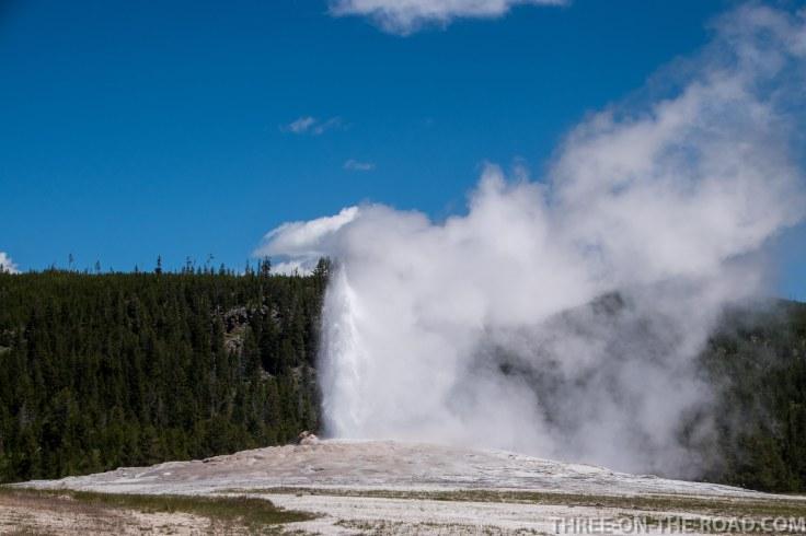 Yellowstone-OldFaithful-1